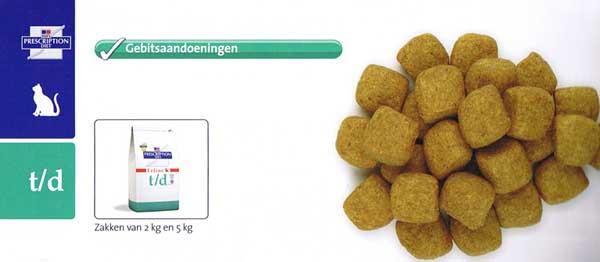Tandenpoetsen bij de kat door het eten van speciale brokken: t/d kat van Hill's pet Nutrition